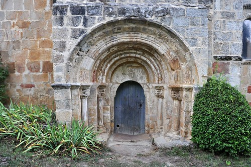 Crespos (Burgos). Iglesia de la Inmaculada. Portada