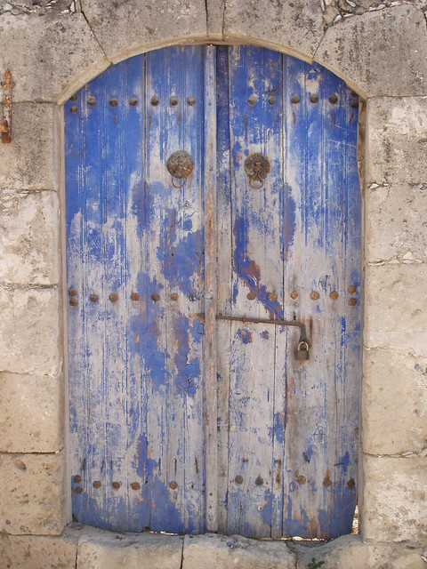 201406020030-blue-painted-door