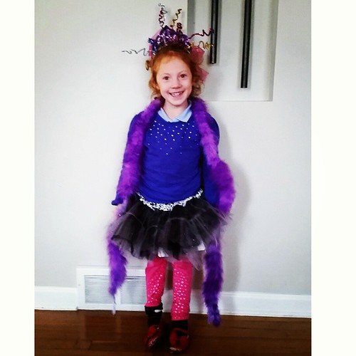 Life in cleveland november 2014 her school did a book character costume parade obviously she was fancy nancy solutioingenieria Gallery