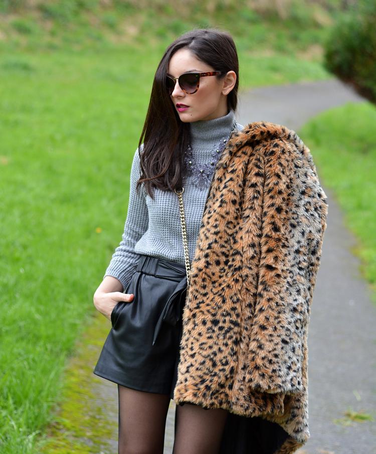 Zara_leopardo_abrigo_botines_stradivarius_bandolera_shorts_03
