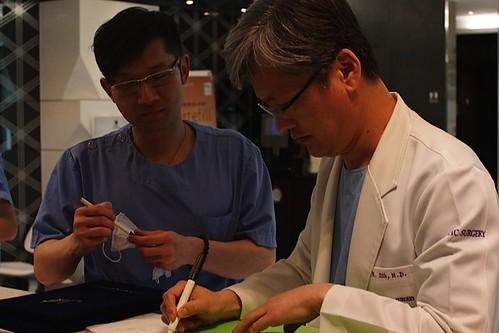 頑美職人-賴慶鴻整形外科醫師 (1) (韓國JW整形外科診所,與Dr.Sun進行手術交流)