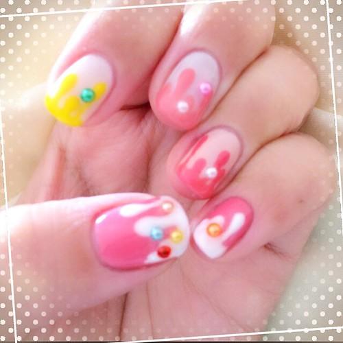 夜なべしてネイル変更(●・ω・)/ クリスマスとか全然関係ないのになってしまった_(:3」∠)_ #nail #self #gelnail #sweets #pink #kawaii #japan