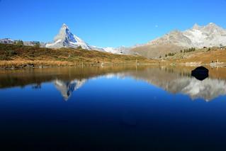 澄 ~Mirror reflection of  Mountain MatterHorn & Lake Leisee ~