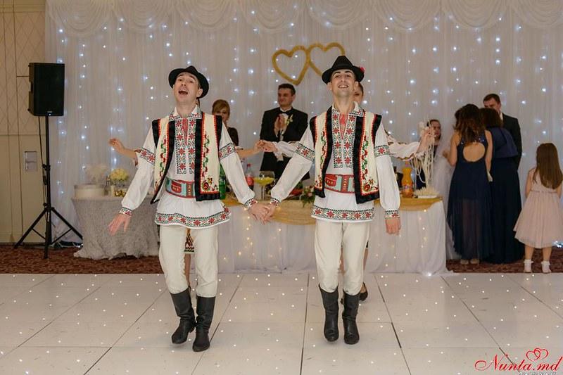 """Танцоры на свадьбу и других торжеств Ансамбль """"Mărțișor"""" > Фото из галереи `Главная`"""