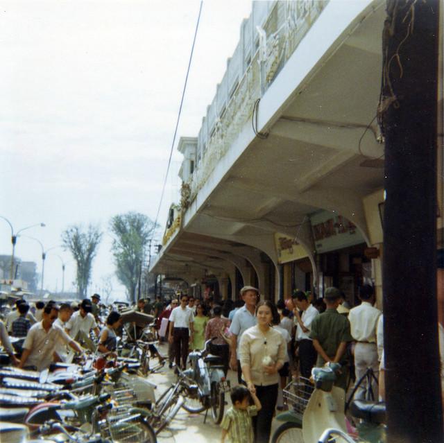 Saigon 1969 - Nguyen Hue Blvd - Thương xá TAX. Photo by Bob Lee