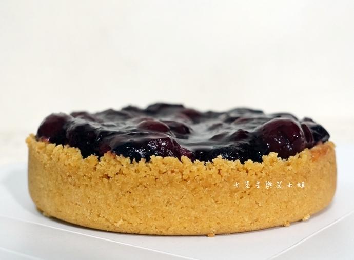 13 法國的秘密甜點諾曼地牛奶蛋糕北海道生淇淋捲森林莓果佐起士
