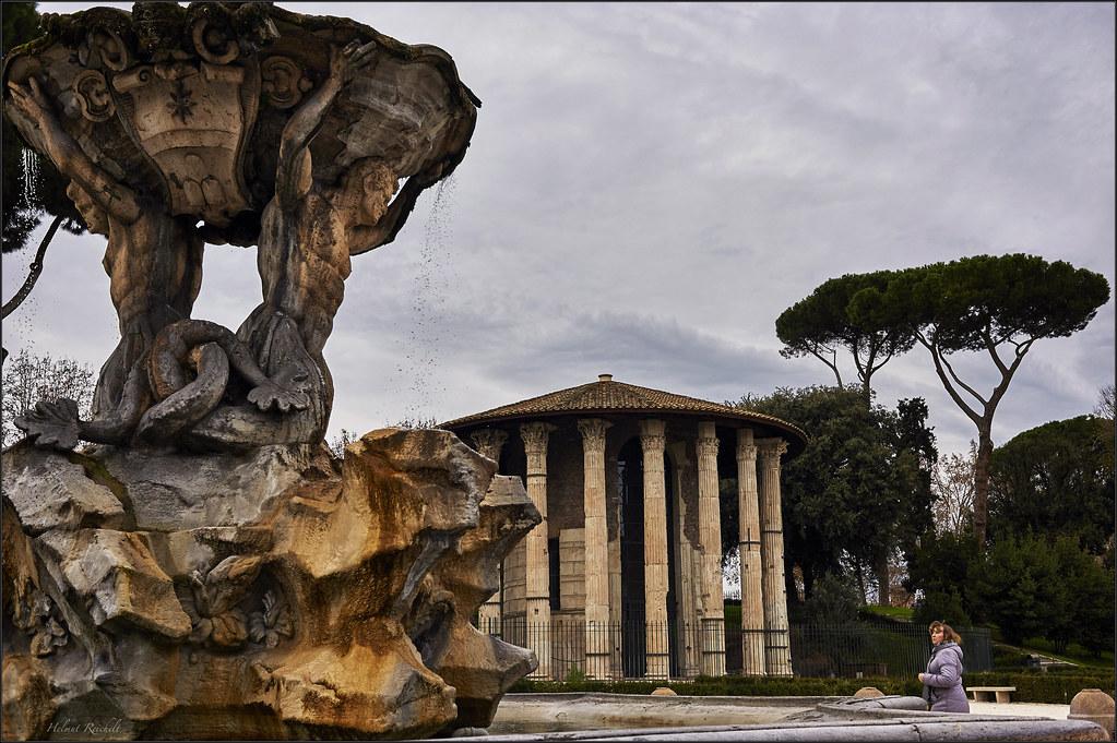Am Brunnen vor dem Tempio di Ercole Vincitore
