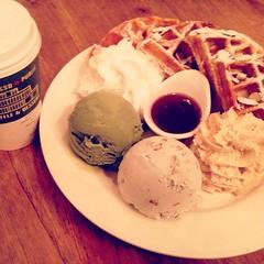 baking(0.0), macaroon(0.0), meal(1.0), breakfast(1.0), ice cream(1.0), sweetness(1.0), food(1.0), dish(1.0), dairy product(1.0), dessert(1.0), cuisine(1.0),