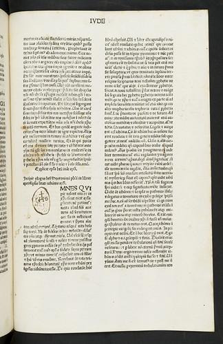 Unprofessional initial added in Biblia latina