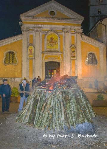 Acerno (SA), 2014, XXXIX Sagra della Castagna: i falò in piazza.