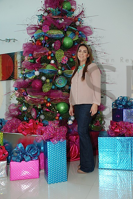 cada ao en diciembre los hogares se visten de colores y brillan con la navidad para despus festejar un ao nuevo las casas se decoran con motivos de