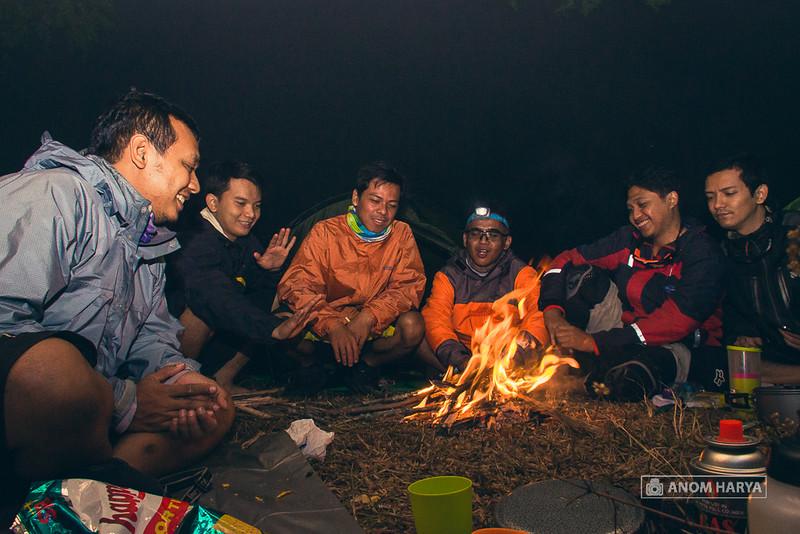 Bersama para sahabat & api unggun, berkesan sekali