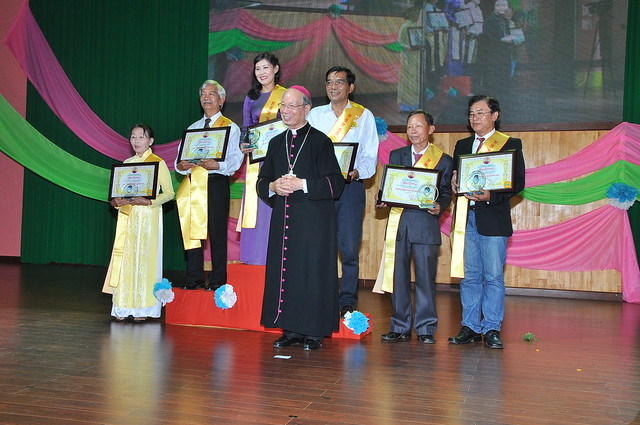 Lễ trao giải Văn Hóa Nghệ Thuật Đất Mới và Thánh lễ mừng kỷ niệm 10 năm tấn phong Giám mục của Đức Cha Đaminh (GM Giáo Phận Xuân Lộc).