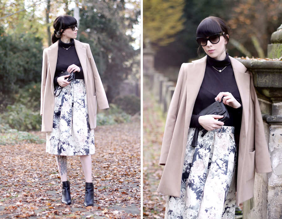 modern audrey outfit ootd nude pastel beige floral skirt bohoo prada sunglasses turtle neck pearl ricarda schernus cats & dogs 5