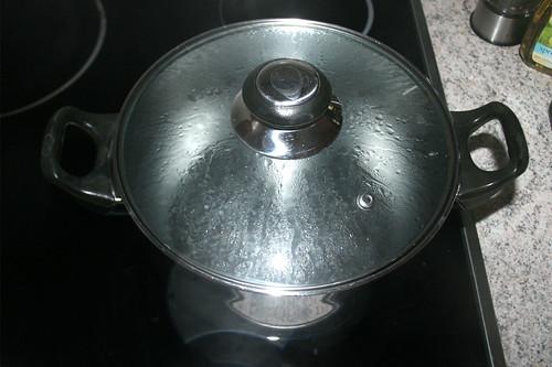 14 - Wasser für Nudeln aufsetzen / Bring water for noodles to boil