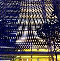 濱海灣金沙酒店外牆的銀金屬片(圖片攝影:蔡宗翰)
