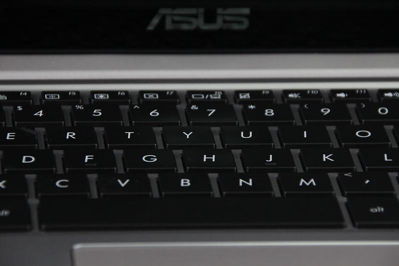 Asus Zenbook UX303LN: Thiết kế siêu mỏng với hiệu năng cao - 58299