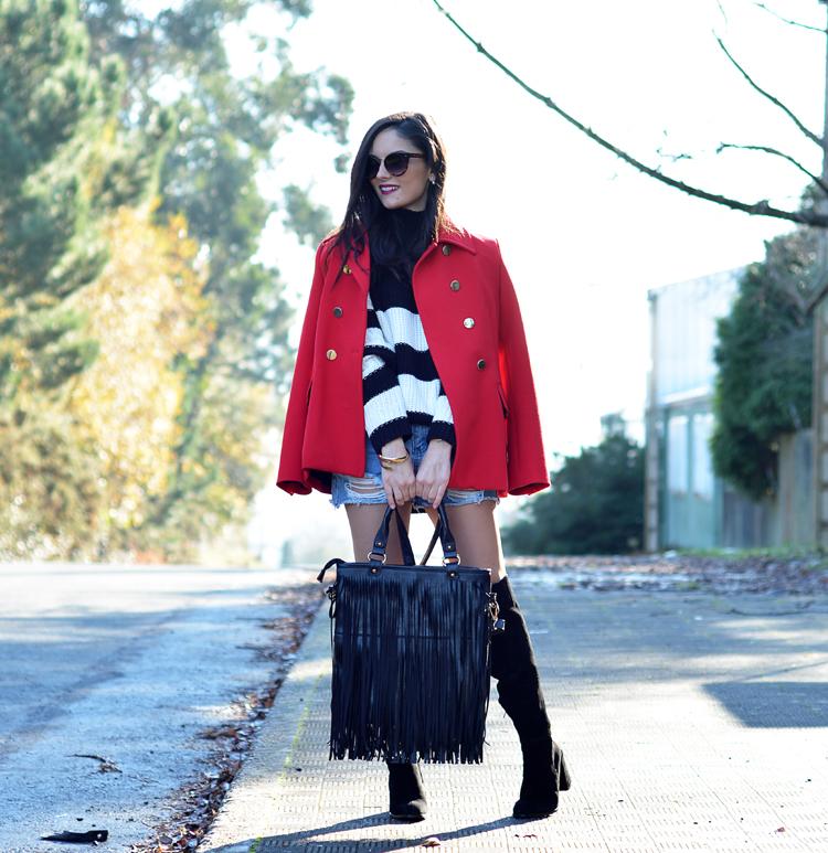 Jersey Zara_Abrigo rojo_shorts denim_botas altas_ootd_04