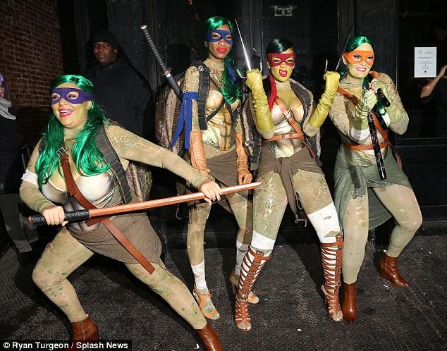 rihanna turtle costume (3)