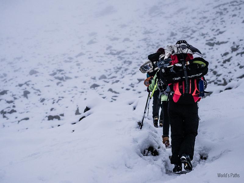 tra neve e nebbia per il rifugio della balma