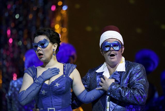 Aleksandra Kurzak as Fiorilla and Ildebrando D'Arcangelo as Selim in Il turco in Italia © ROH/Clive Barda, 2010