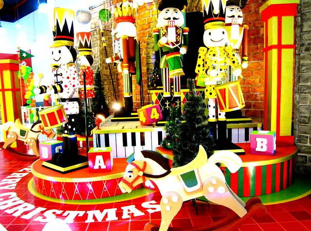 Christmas decor at Star Megamall 2