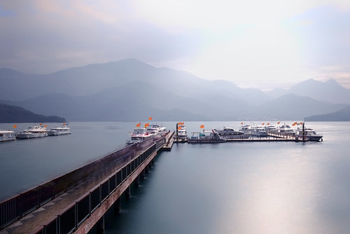 travel sun moon lake sunrise boat long exposure glow slow harbour nd shutter 台湾 日月潭 日出 朝雾码头