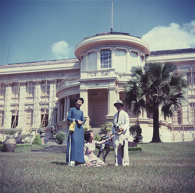 SAIGON ca 1953 - Thủ tướng Nguyễn Văn Tâm và gia đình tại Dinh Gia Long.