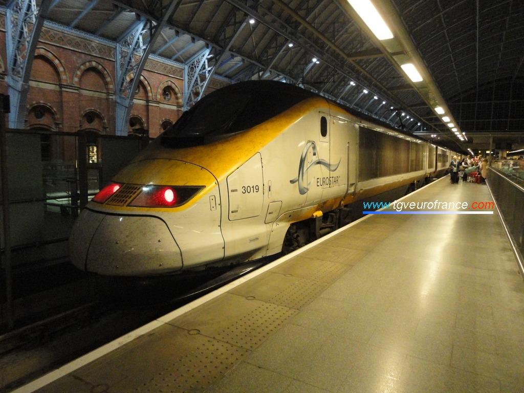 La rame Eurostar 3019 Alstom en gare de Londres St Pancras le 31 juillet 2015