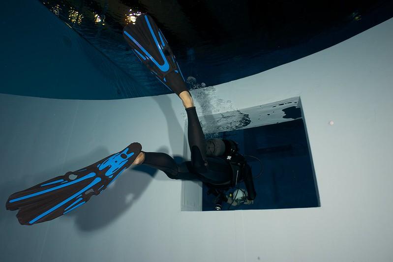 Indoor Diving avec le 15 mm Nikonos 15582351218_0efc3e9542_c