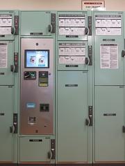 Keyless coin locker