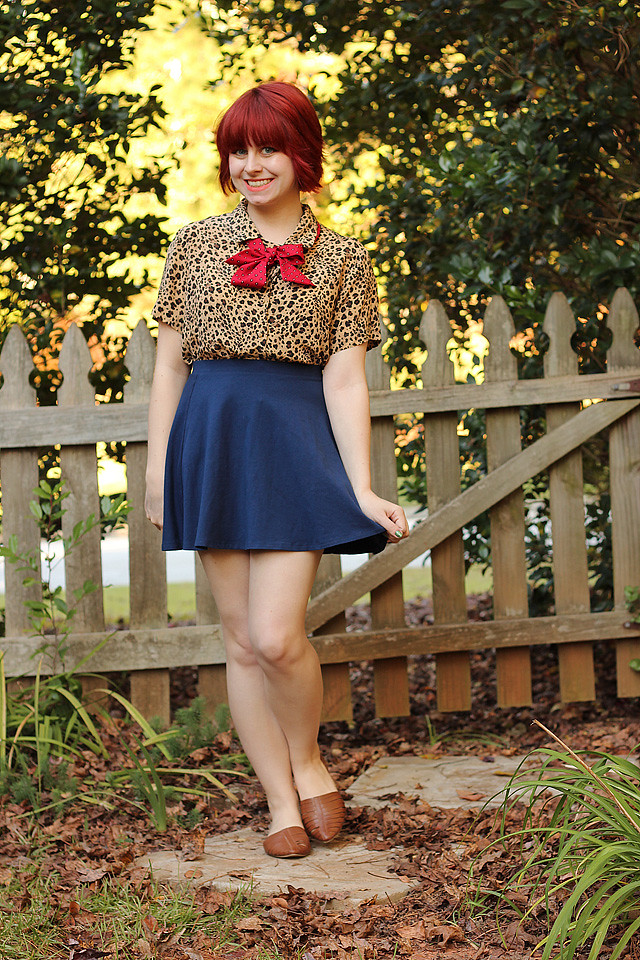 Outfit Leopard Print Shirt With A Red Scarf Bow And Navy