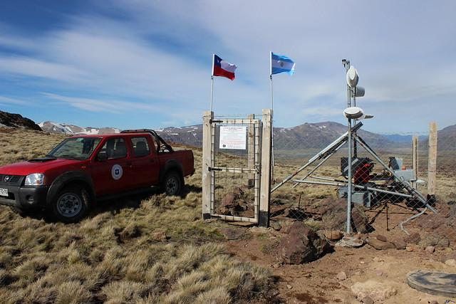 Instalación de equipos de monitoreo en el volcán Copahue (3)