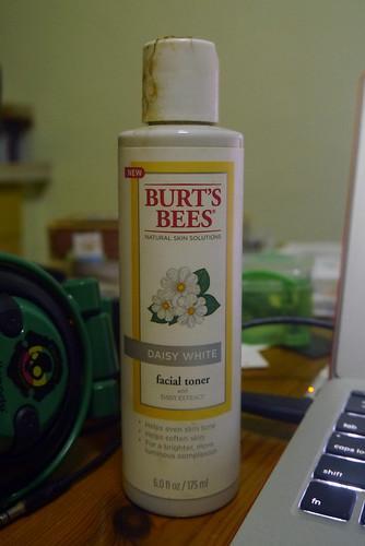 Burt's Bees Daisy White Facial Toner 001