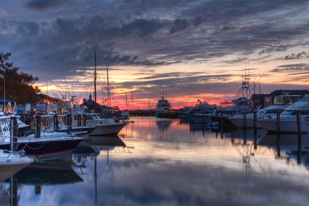 nantucket county Nantucket /ˌnænˈtʌkɪt/ is an island about 30 miles (50 km) by ferry south from cape cod, in the us state of massachusetts together with the small islands of tuckernuck and muskeget, it constitutes the town of nantucket, and the conterminous nantucket county.