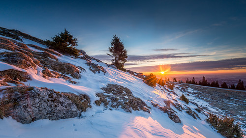 schnee sun sunlight snow tree stone sunrise austria österreich graz sonne stein sonnenaufgang baum steiermark sunbeams styria schöckel lensflares blendenfleck grazerbergland nikon1424mmf28 nikond800 sonnenstraheln