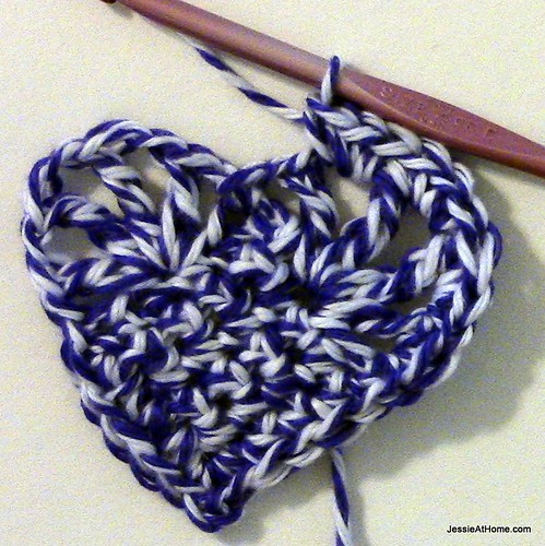 Small-Vintage-Heart-border-in-center-of-bumps