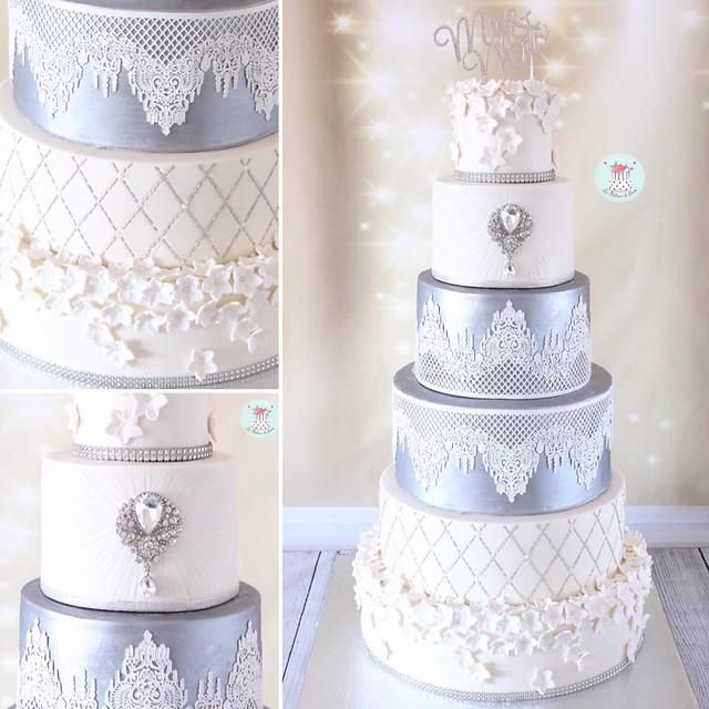 Cake by Sarah Oumdna of Les Délices De Oumi