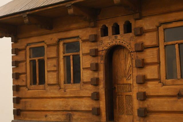 Maquette : Reconstitution d'une maison en bois de la région montagneuse de Podhale.