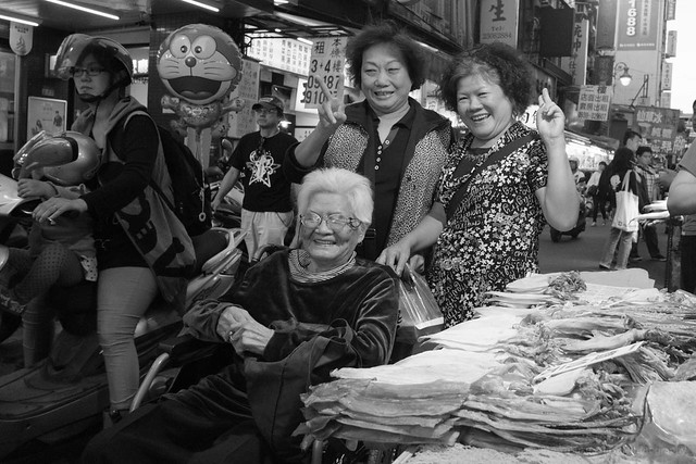 Taipei - aunties at the night market