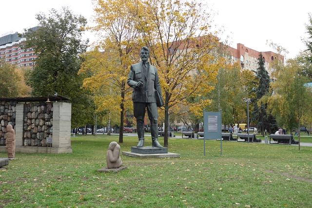 190 - Cementerio de las estatuas caidas