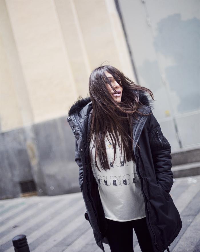 street style barbara crespo the corner rainy day parka rain boots black fashion blogger outfit blog de moda