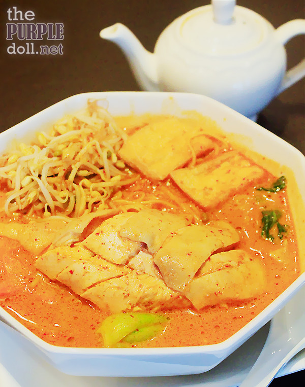 Hainanese Chicken Curry Noodles (P225 Solo; P368 Sharing)
