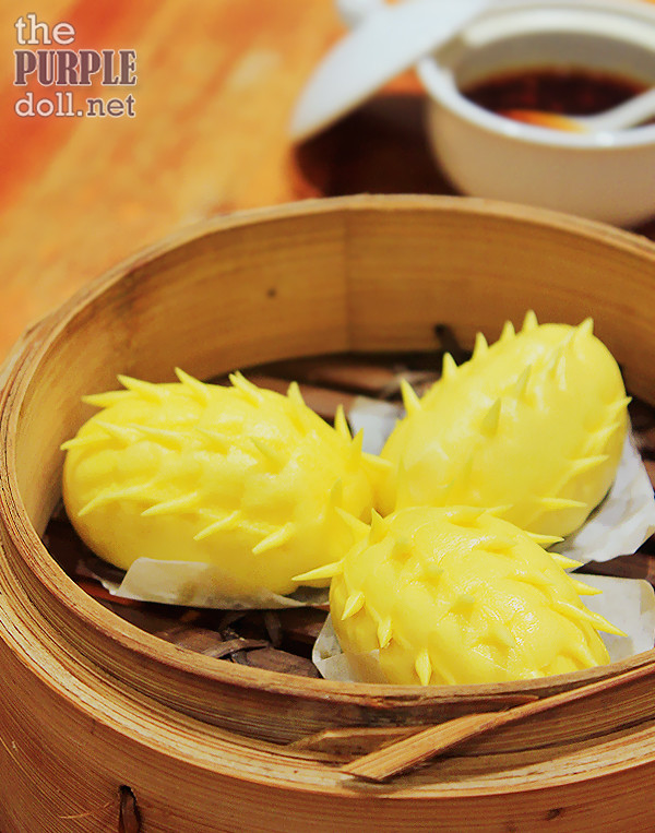 Steamed Bun with Custard Paste and Salted Egg (P65)