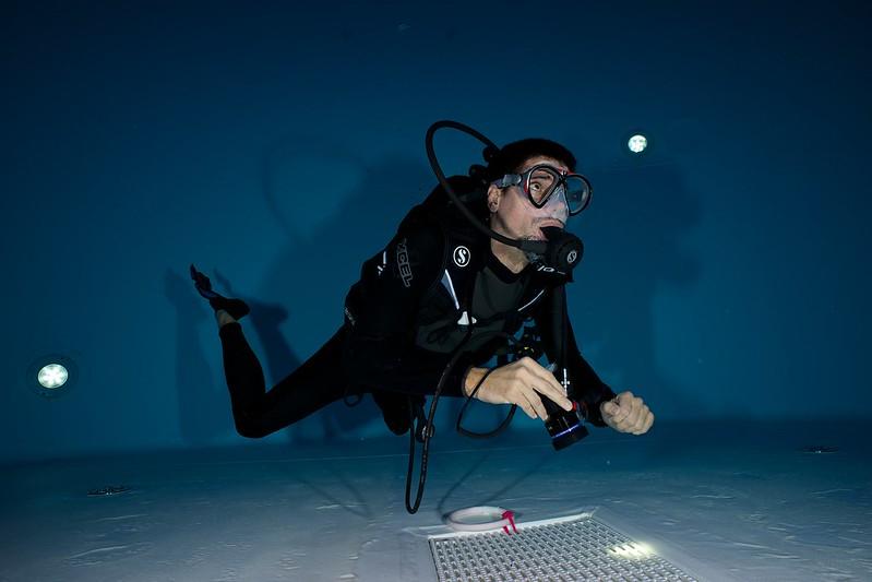 Indoor Diving avec le 15 mm Nikonos 15769344772_b1a1d1806f_c