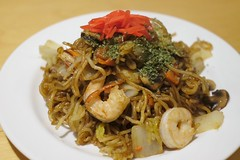 vegetarian food(0.0), produce(0.0), noodle(1.0), mie goreng(1.0), bakmi(1.0), shahe fen(1.0), fried noodles(1.0), lo mein(1.0), thai food(1.0), spaghetti(1.0), seafood(1.0), hokkien mee(1.0), char kway teow(1.0), food(1.0), dish(1.0), yakisoba(1.0), chinese noodles(1.0), yaki udon(1.0), pad thai(1.0), cuisine(1.0), chow mein(1.0),