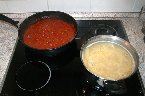 Spaghetti mit Hackfleisch-Tomatensauce - Zubereitung / Spaghetti with ground meat tomato sauce - Cooking