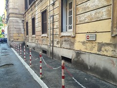 insisting on private property rights - even if it creates an incredibly ugly situation - Rome Testaccio