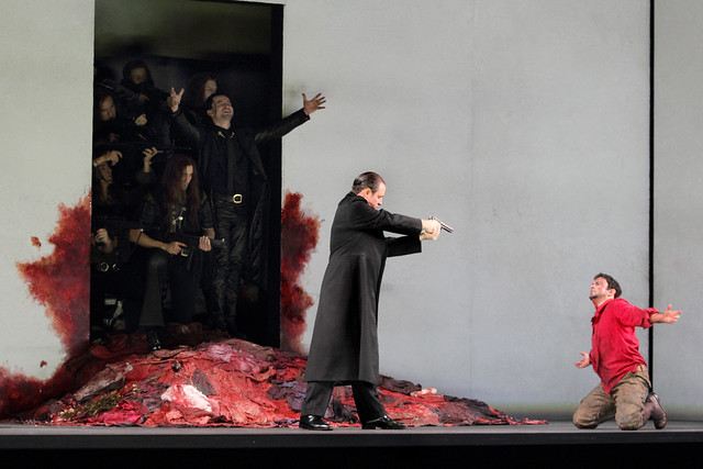 Franco Fagioli as Idamante and Matthew Polenzani as Idomeneo in Martin Kušej's production of Idomeneo © ROH.Catherine Ashmore 2014