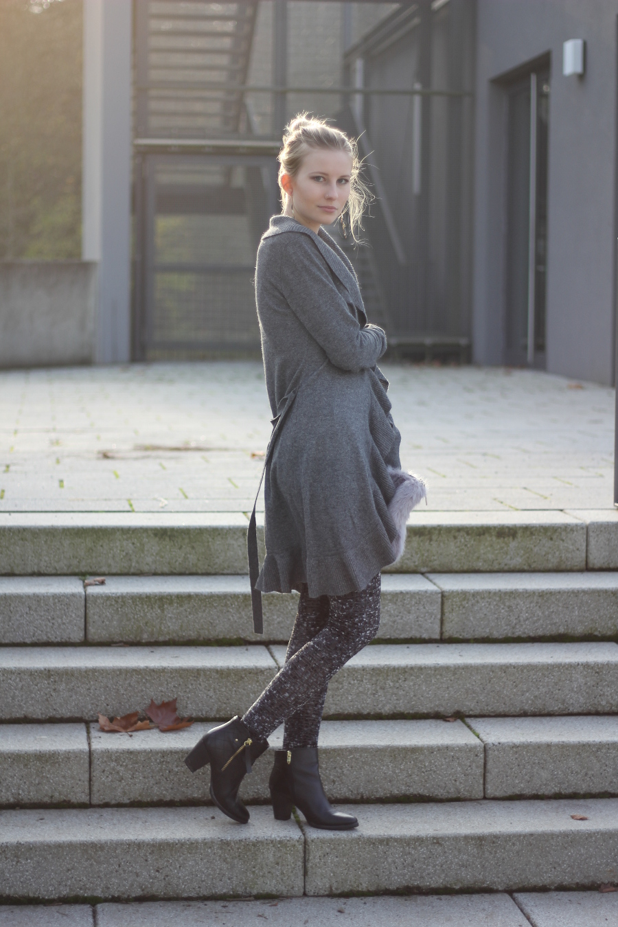 outfit-blonde-grey-anthrazit-velvet